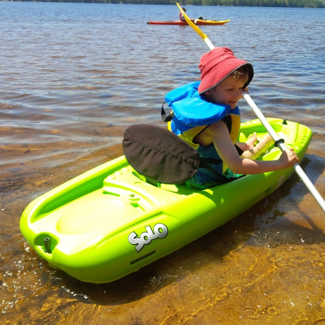 Max gives our friends' solo kayak a try (and falls in love!)